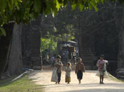 Bettel-Gang in Angkor Wat